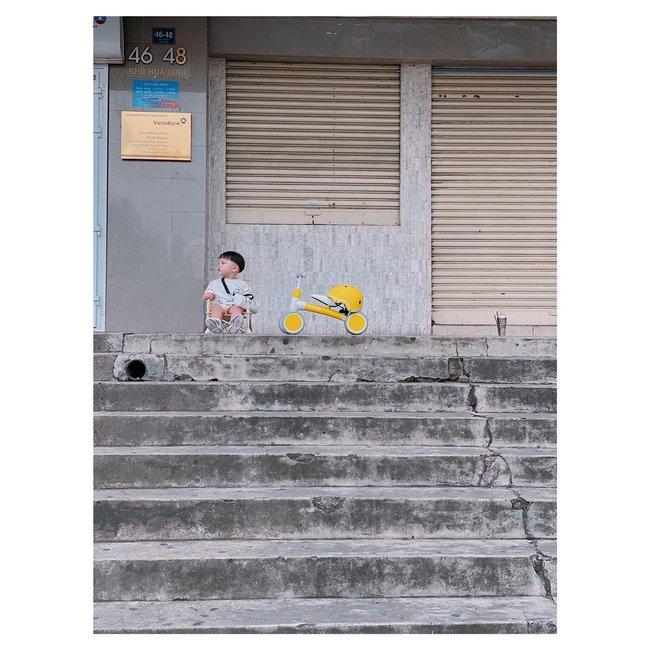 """Bộ ảnh """"Ủn xe 1 vòng Đà Lạt"""" của cậu nhóc 11 tháng tuổi khiến dân mạng thích thú thốt lên: """"Cute lạc lối là có thật"""" - Ảnh 10."""