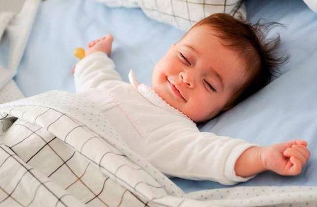 Trẻ thường làm 4 hành động này trong khi ngủ chứng tỏ não bộ đang phát triển mạnh - Ảnh 2.