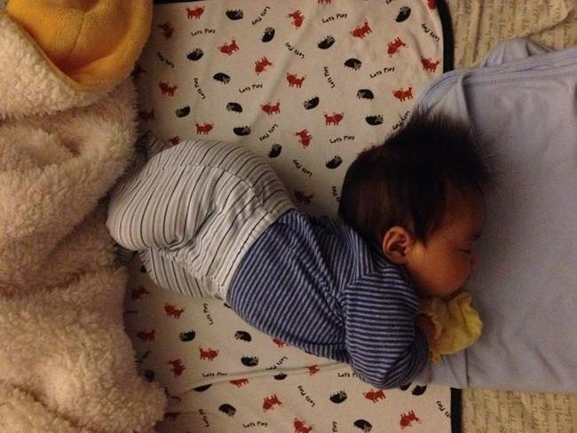Trẻ thường làm 4 hành động này trong khi ngủ chứng tỏ não bộ đang phát triển mạnh - Ảnh 1.