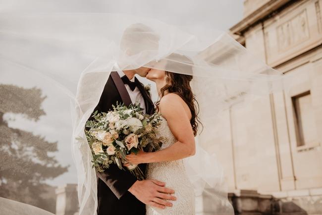 Sau khi phát hiện ra thứ trong hòm đựng phong bì ngày cưới, chồng tôi đột ngột thay đổi thái độ và tỏ ý muốn ly hôn - Ảnh 1.