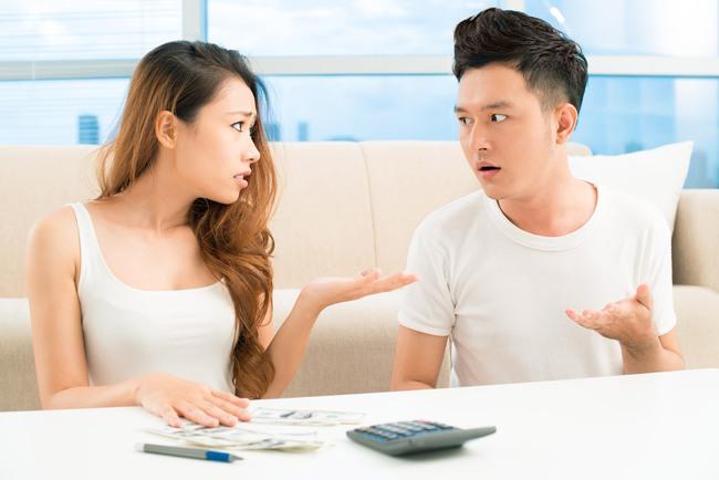 Sau khi phát hiện ra thứ trong hòm đựng phong bì ngày cưới, chồng tôi đột ngột thay đổi thái độ và tỏ ý muốn ly hôn - Ảnh 2.