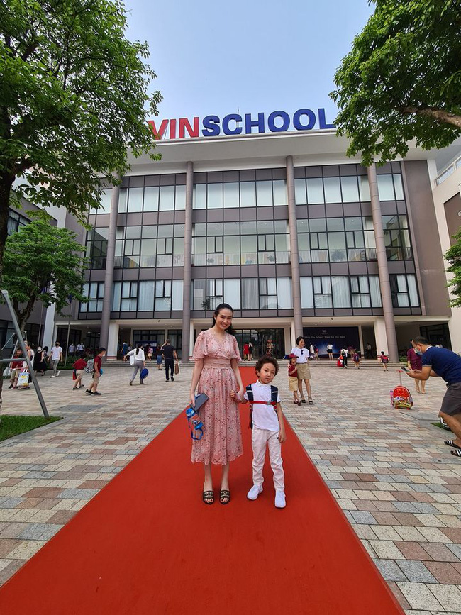 Dàn sao Việt đưa con vào lớp 1: Con trai Tuấn Hưng được khen dạn dĩ, đáng chú ý nhất là 1001 dụng cụ mang theo đi học của con gái diễn viên Hạnh Thuý  - Ảnh 1.
