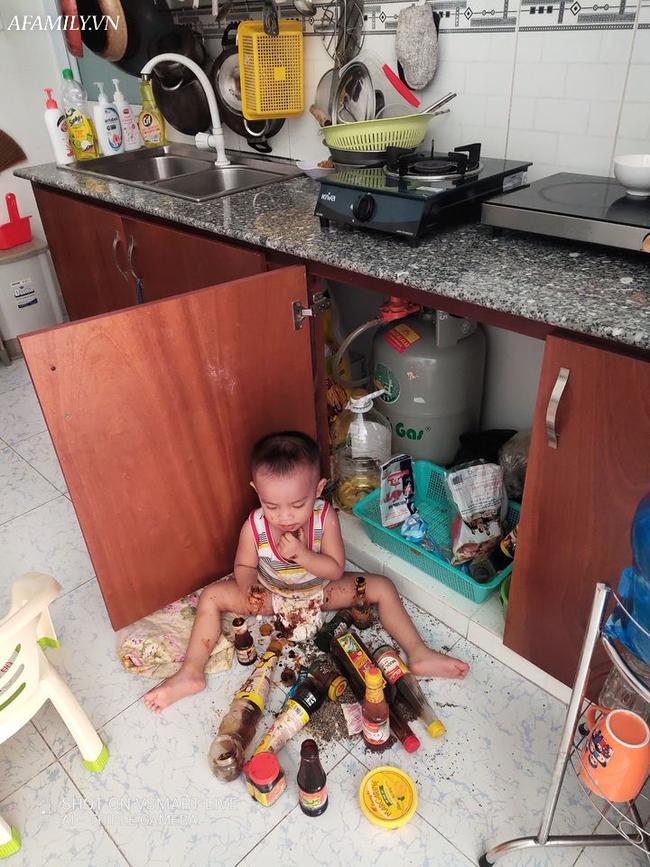 Ngủ quên tỉnh dậy không thấy con đâu, mẹ xuống bếp nhìn thấy cảnh tượng trước mắt mà chỉ muốn lên phòng ngủ lại - Ảnh 2.