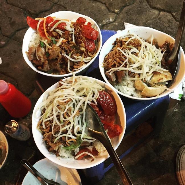 """Ấm bụng ngày mưa gió với 5 quán xôi đêm nổi tiếng Hà thành, với topping lúc nào cũng """"ngập mặt"""", thơm ngon hấp dẫn - Ảnh 10."""
