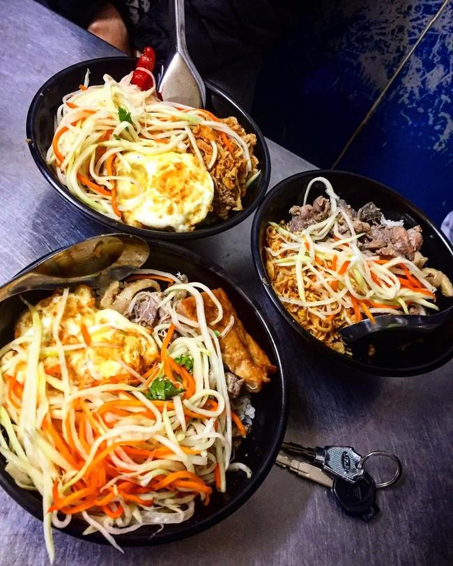 """Ấm bụng ngày mưa gió với 5 quán xôi đêm nổi tiếng Hà thành, với topping lúc nào cũng """"ngập mặt"""", thơm ngon hấp dẫn - Ảnh 9."""