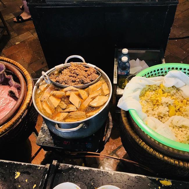 """Ấm bụng ngày mưa gió với 5 quán xôi đêm nổi tiếng Hà thành, với topping lúc nào cũng """"ngập mặt"""", thơm ngon hấp dẫn - Ảnh 3."""