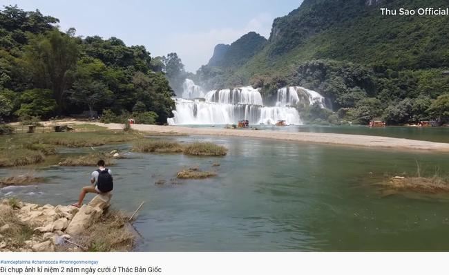 """Cô dâu 63 tuổi ở Cao Bằng khoe ảnh mặc váy trắng kỷ niệm 2 năm ngày cưới, cư dân mạng ngao ngán thở dài với biểu cảm """"quá lố"""" của hai vợ chồng - Ảnh 3."""