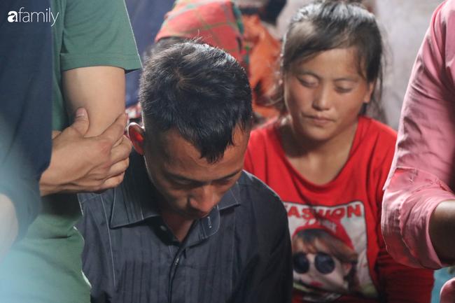 Nghẹn lòng đám tang 3 em nhỏ tử vong trong vụ sập cổng trường ở Lào Cai: 'Không ngờ bát mì tôm trứng lại là bữa ăn cuối cùng của con' - Ảnh 7.