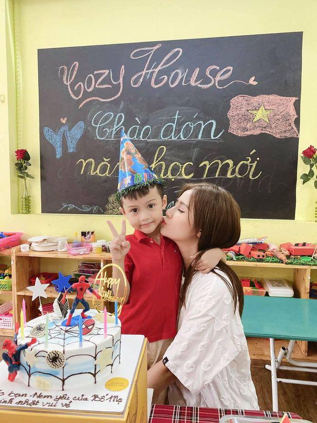 """Huyền Lizzie nhắn gửi con trai nhân dịp sinh nhật: """"Chúc bé yêu của mẹ luôn là bé ngoan hiểu chuyện và mãi là người đàn ông yêu thương mẹ nhất nhé""""."""