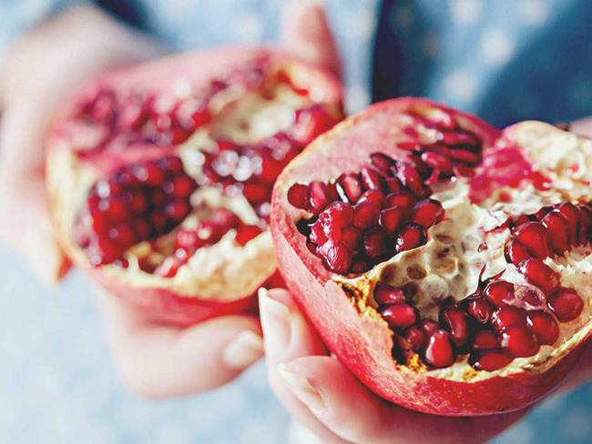 Phụ nữ mỗi ngày ăn một quả lựu, sau 1 tháng cơ thể sẽ có những thay đổi ngạc nhiên - Ảnh 3.