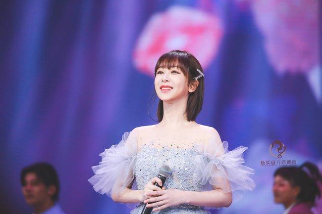 Dương Tử hóa công chúa, mặc váy xòe bồng bềnh nhưng mặt nhỏ gọn xinh đẹp mới là tâm điểm chú ý  - Ảnh 6.