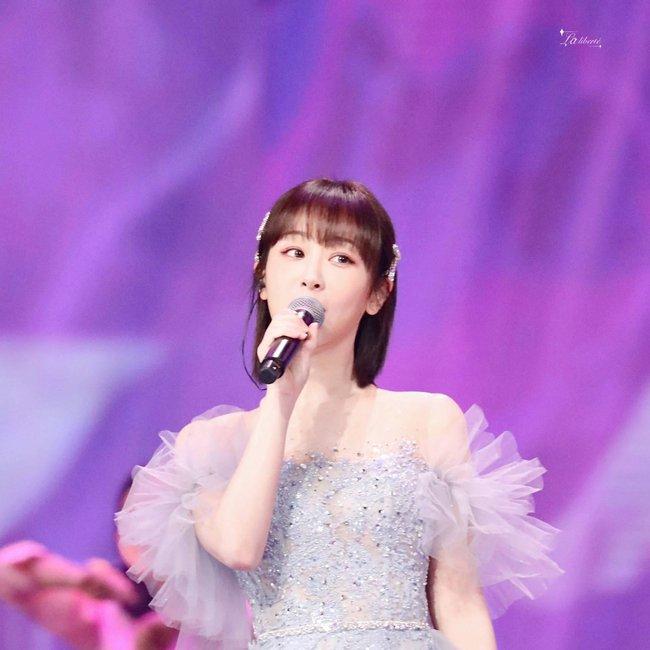 Dương Tử hóa công chúa, mặc váy xòe bồng bềnh nhưng mặt nhỏ gọn xinh đẹp mới là tâm điểm chú ý  - Ảnh 8.