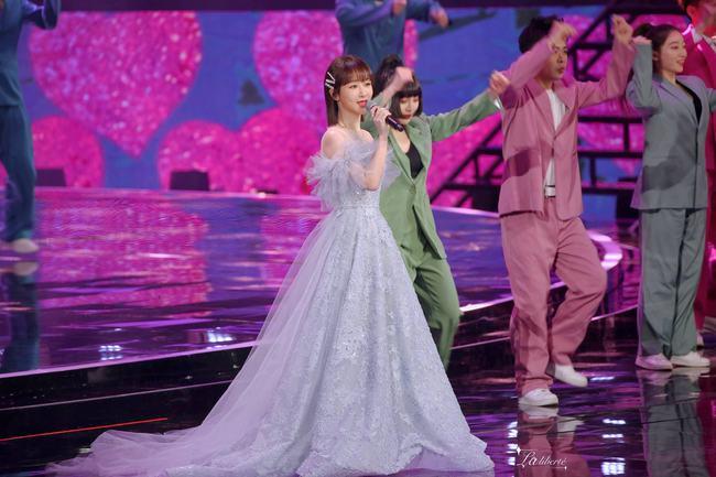 Dương Tử hóa công chúa, mặc váy xòe bồng bềnh nhưng mặt nhỏ gọn xinh đẹp mới là tâm điểm chú ý  - Ảnh 9.