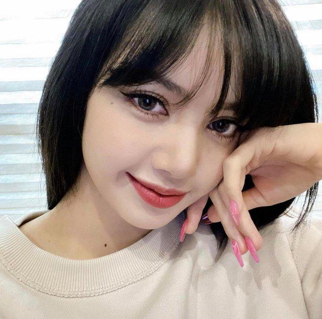 """Bức ảnh đầu năm của """"mỹ nhân đẹp nhất châu Á"""" Lisa """"thần thánh"""" cỡ nào mà tạo hẳn kỷ lục trên mạng xã hội? - Ảnh 2."""