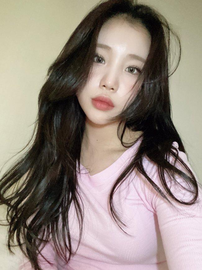 Nghi vấn nữ idol xấu nhất Kpop - JooE bơm môi, mặt sưng phồng, đứng cạnh Nancy (MOMOLAND) già đi cả chục tuổi - Ảnh 9.