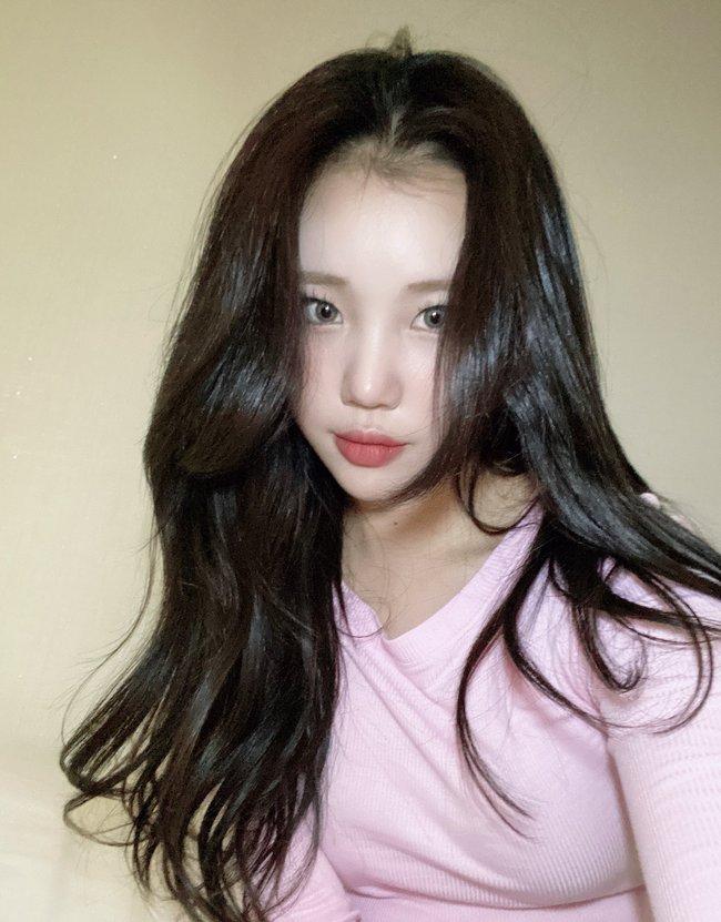 Nghi vấn nữ idol xấu nhất Kpop - JooE bơm môi, mặt sưng phồng, đứng cạnh Nancy (MOMOLAND) già đi cả chục tuổi - Ảnh 7.