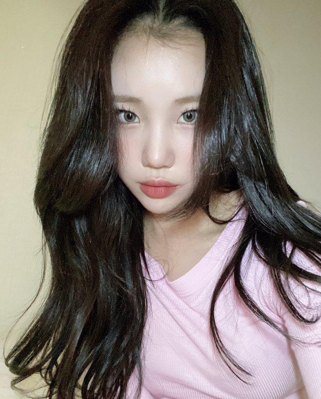 Nghi vấn nữ idol xấu nhất Kpop - JooE bơm môi, mặt sưng phồng, đứng cạnh Nancy (MOMOLAND) già đi cả chục tuổi - Ảnh 8.
