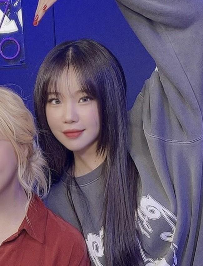Nghi vấn nữ idol xấu nhất Kpop - JooE bơm môi, mặt sưng phồng, đứng cạnh Nancy (MOMOLAND) già đi cả chục tuổi - Ảnh 5.