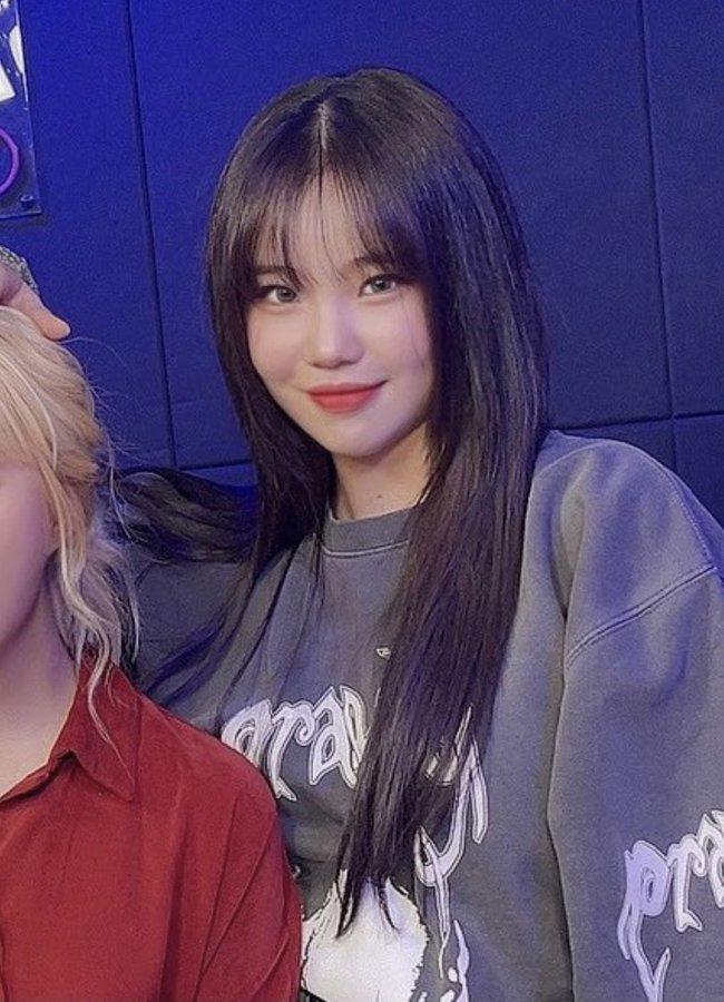 Nghi vấn nữ idol xấu nhất Kpop - JooE bơm môi, mặt sưng phồng, đứng cạnh Nancy (MOMOLAND) già đi cả chục tuổi - Ảnh 6.
