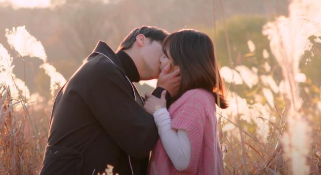 Hoàng Yến Chibi hôn môi nồng nàn Sung Hoon trong phim chiếu ở Hàn Quốc - Ảnh 7.