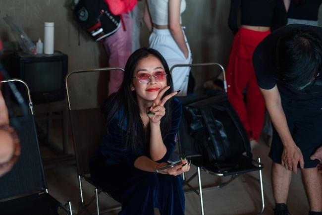 Chi Pu xác nhận đóng phim kinh dị của Victor Vũ, lộ thân hình đầy đặn trên trường quay - Ảnh 7.