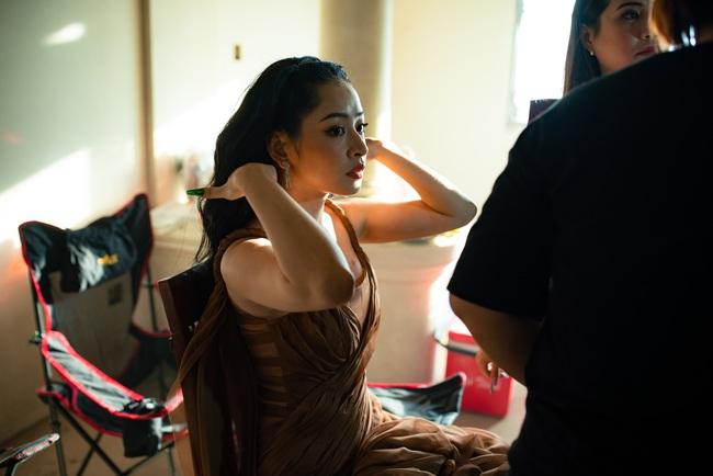 Chi Pu xác nhận đóng phim kinh dị của Victor Vũ, lộ thân hình đầy đặn trên trường quay - Ảnh 4.