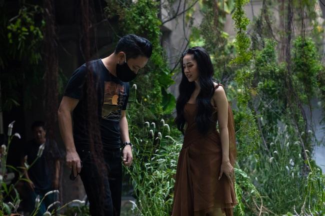 Chi Pu xác nhận đóng phim kinh dị của Victor Vũ, lộ thân hình đầy đặn trên trường quay - Ảnh 5.