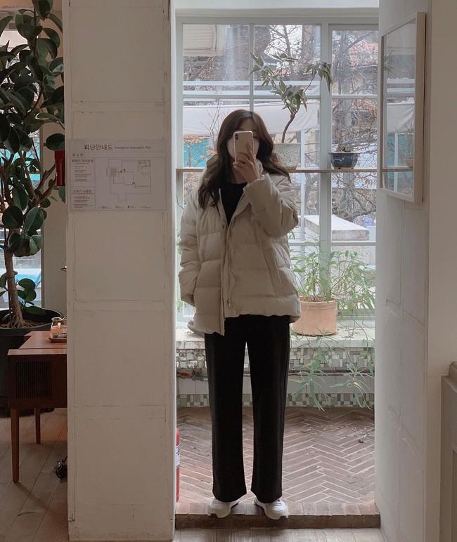 Cần kíp nhất lúc này là 12 cách diện áo phao chuẩn thanh lịch, siêu tôn dáng cho nàng công sở vượt qua ngày rét đậm - Ảnh 2.