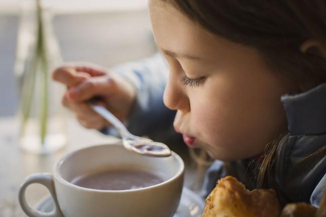 Mùa đông, bố mẹ càng tích cực làm 5 việc này càng khiến con dễ bị ốm, dừng ngay lại trước khi quá muộn - Ảnh 1.