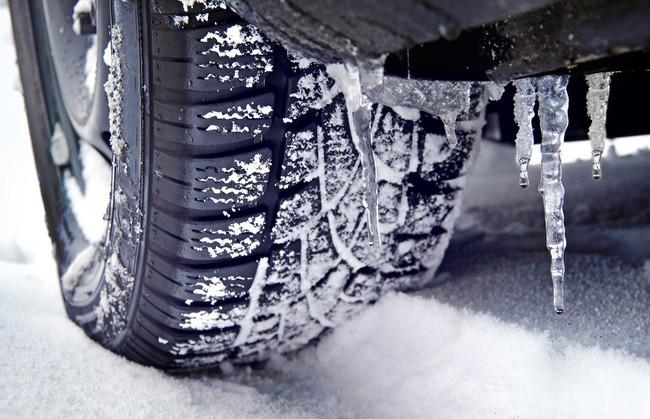 Cảnh báo: Các tài xế cần đặc biệt thận trọng khi đi Sa Pa bởi đường băng tuyết trơn trượt, đã có nhiều phương tiện gặp nạn - Ảnh 4.