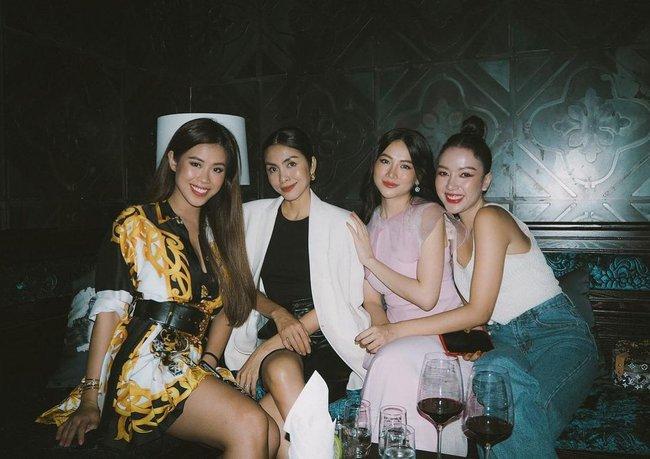 Style của Hà Tăng khi tụ tập với hội bạn: Không hề chơi trội lấn át ai, nhưng đẹp xinh chẳng chìm nghỉm giữa nhóm - Ảnh 8.