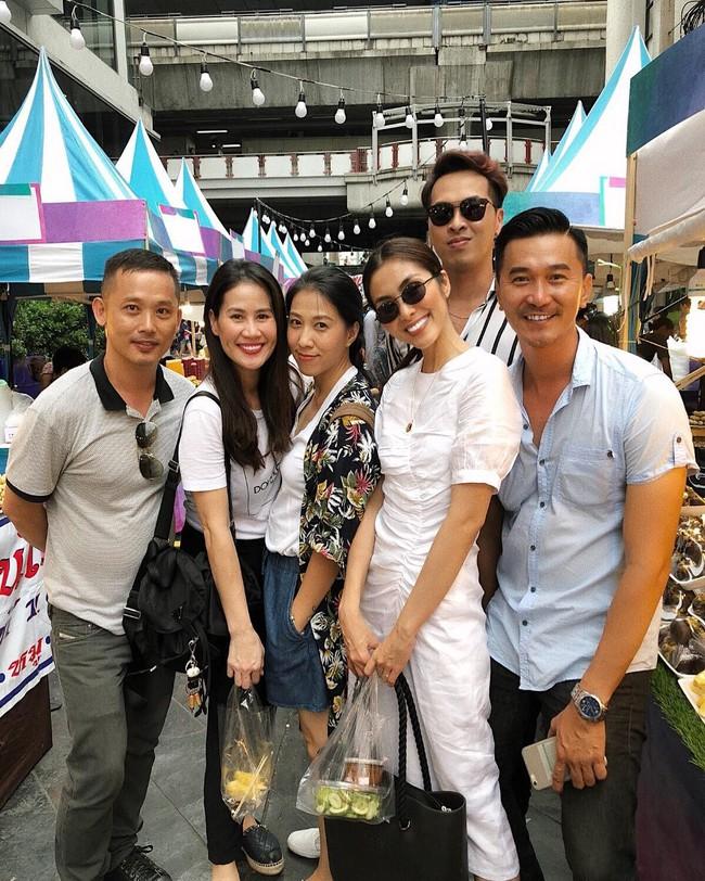 Style của Hà Tăng khi tụ tập với hội bạn: Không hề chơi trội lấn át ai, nhưng đẹp xinh chẳng chìm nghỉm giữa nhóm - Ảnh 9.