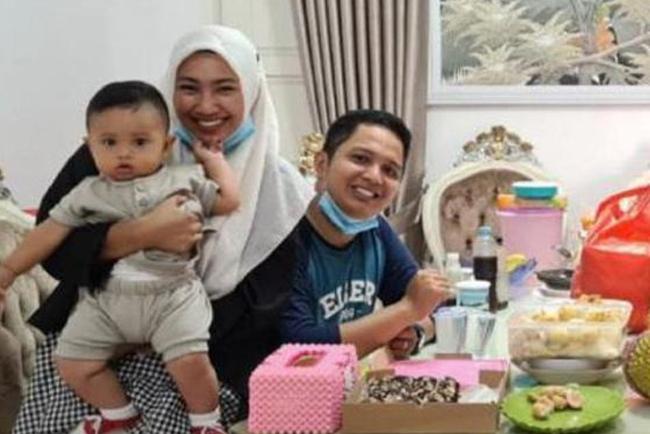 Vụ máy bay rơi ở Indonesia: Xúc động chiếc áo hồng của hành khách nhí được tìm thấy và câu chuyện con trai nhỏ ngăn bố lên chuyến bay tử thần được tiết lộ - Ảnh 8.