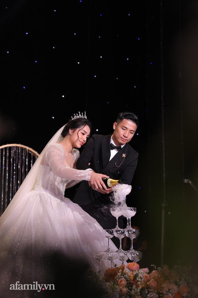 Tiết lộ khoảnh khắc Bùi Tiến Dũng nghẹn ngào không thốt nên lời khi trao lời thề với cô dâu Khánh Linh được chia sẻ lại khiến người xem xúc động - Ảnh 5.