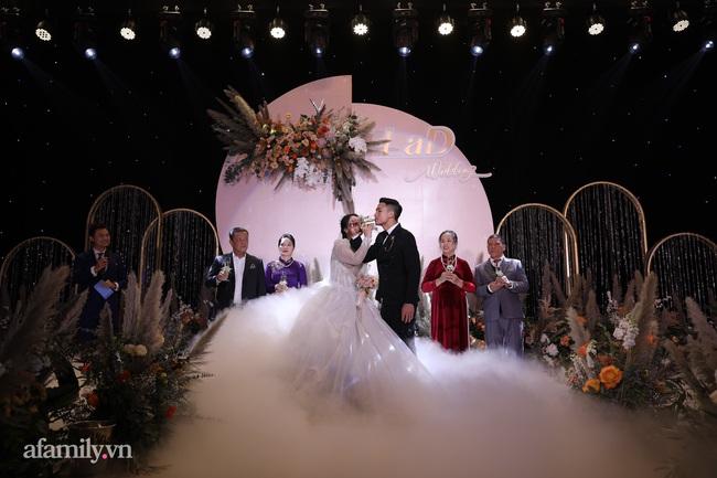Tiết lộ khoảnh khắc Bùi Tiến Dũng nghẹn ngào không thốt nên lời khi trao lời thề với cô dâu Khánh Linh được chia sẻ lại khiến người xem xúc động - Ảnh 6.