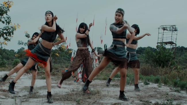 """TiA Hải Châu hóa công chúa trên nương, tạo trend """"vũ điệu vó ngựa"""" cho hội chị em """"đi quẩy"""" - Ảnh 5."""