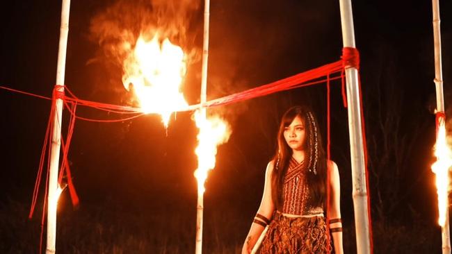 """TiA Hải Châu hóa công chúa trên nương, tạo trend """"vũ điệu vó ngựa"""" cho hội chị em """"đi quẩy"""" - Ảnh 7."""