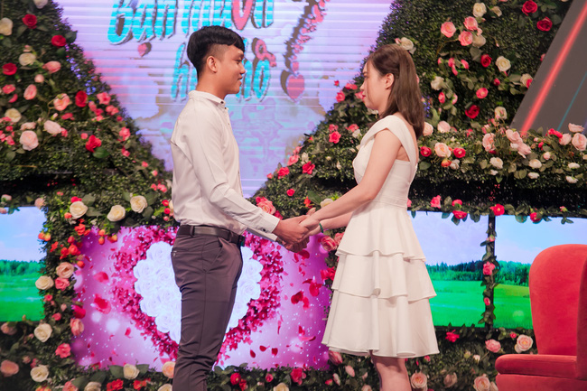 """Cap doi khien Hong Van - Quyen Linh """"khau chien"""" tren Ban Muon Hen Ho? da ket hon"""