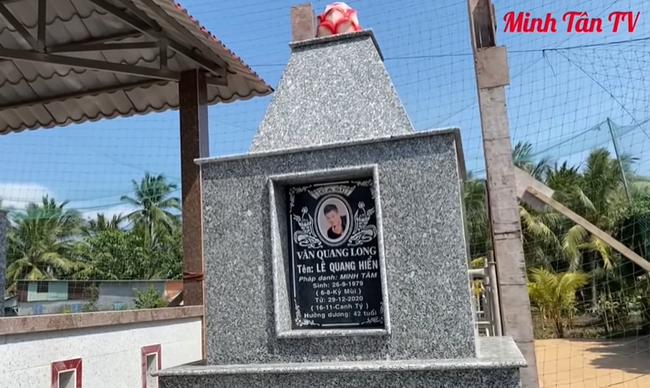 Mẹ ca sĩ Vân Quang Long lên tiếng về chuyện không nhận cháu ngay tại mộ của con trai - Ảnh 2.
