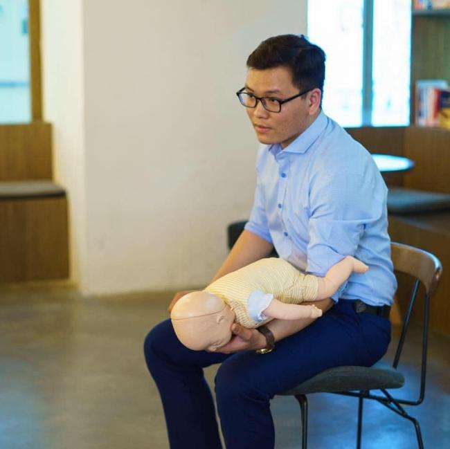 Từ vụ bé 2,5 tháng tuổi ngưng thở do mẹ tự ý dùng xi lanh rửa mũi tại nhà: BS Nhi khoa khuyến cáo những lưu ý quan trọng hầu hết các mẹ đều đang mắc phải - Ảnh 2.