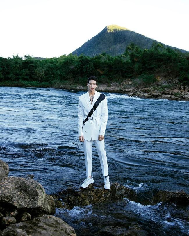 """""""Profile cực xịn"""" của chàng mẫu """"thầy tu"""" người Myanmar: Con trai nhà tài phiệt, sở hữu body gợi cảm, từng công khai thả thính mỹ nhân """"Chiếc Lá Bay"""" Baifern Pimchanok - Ảnh 10."""