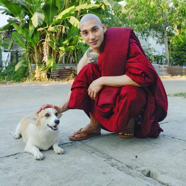 """""""Profile cực xịn"""" của chàng mẫu """"thầy tu"""" người Myanmar: Con trai nhà tài phiệt, sở hữu body gợi cảm, từng công khai thả thính mỹ nhân """"Chiếc Lá Bay"""" Baifern Pimchanok - Ảnh 2."""