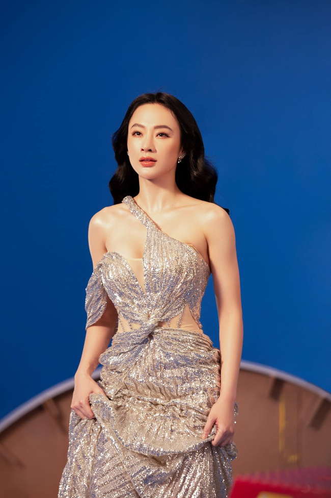 Angela Phương Trinh gây chú ý với loạt hình nóng bỏng mắt cùng phát ngôn: Hãy toả ánh hào quang như một nữ thần - Ảnh 5.