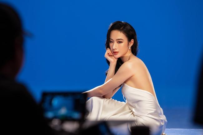 Angela Phương Trinh gây chú ý với loạt hình nóng bỏng mắt cùng phát ngôn: Hãy toả ánh hào quang như một nữ thần - Ảnh 4.