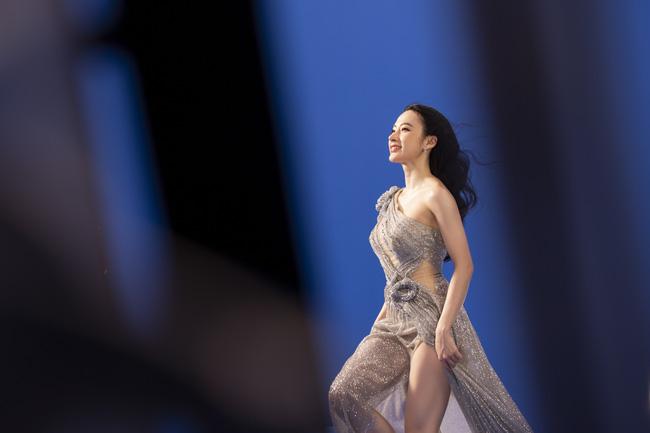 Angela Phương Trinh gây chú ý với loạt hình nóng bỏng mắt cùng phát ngôn: Hãy toả ánh hào quang như một nữ thần - Ảnh 3.