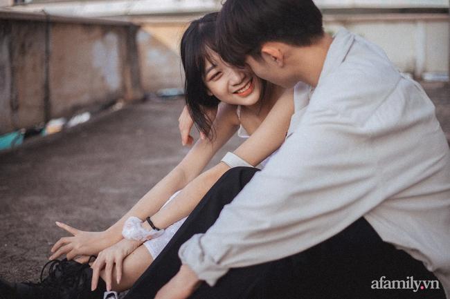 """Câu chuyện về bộ ảnh tình yêu đón nhận 24 nghìn like: Cặp đôi đang """"tình cảm"""" giữa chợ thì bị mẹ vác chổi đuổi đánh gây bão mạng xã hội! - Ảnh 4."""