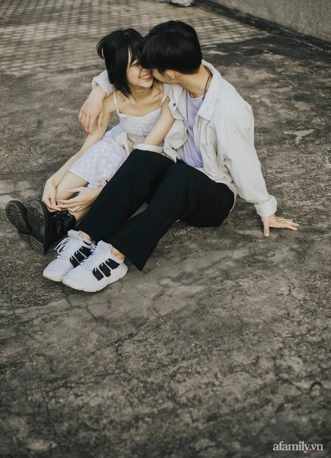 """Câu chuyện về bộ ảnh tình yêu đón nhận 24 nghìn like: Cặp đôi đang """"tình cảm"""" giữa chợ thì bị mẹ vác chổi đuổi đánh gây bão mạng xã hội! - Ảnh 8."""