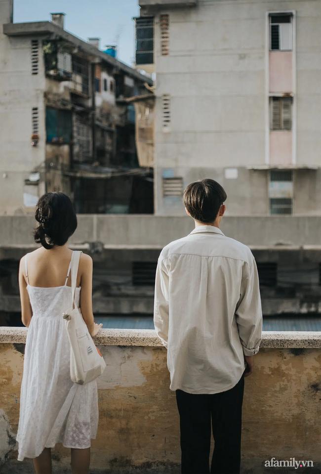 """Câu chuyện về bộ ảnh tình yêu đón nhận 24 nghìn like: Cặp đôi đang """"tình cảm"""" giữa chợ thì bị mẹ vác chổi đuổi đánh gây bão mạng xã hội! - Ảnh 9."""