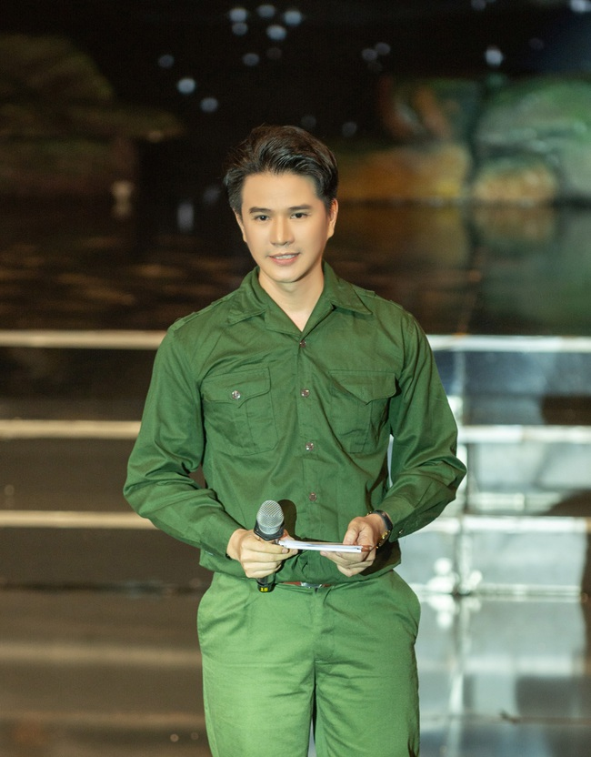 Đức Tuấn - NSND Thanh Hoa hát về người lính, MC Vũ Mạnh Cường rưng rưng xúc động   - Ảnh 5.
