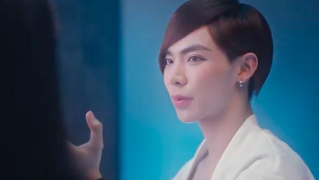Erik ra MV tình tứ với gái xinh nhưng make up kiểu gì mà nữ tính hệt như Đào Bá Lộc  - Ảnh 2.
